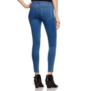 HUE Relaxed Distressed Denim Legging L
